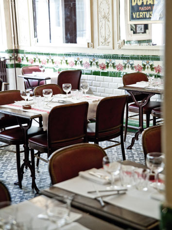 Aux Lyonnaise, a restaurant in Paris, France